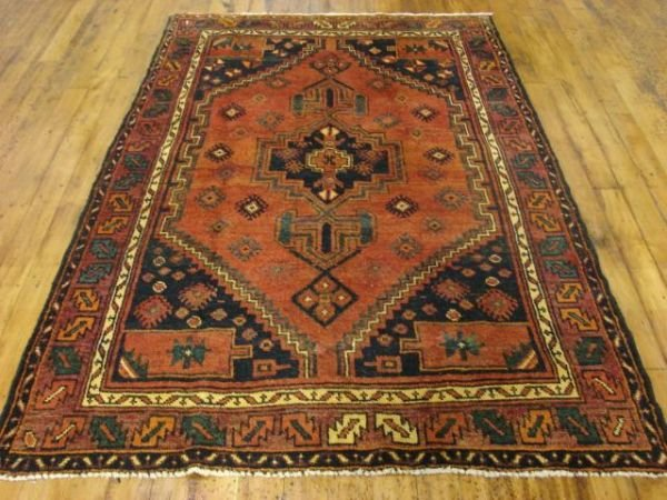 1320: Fine Hand Knotted Wool Hamedan Rug