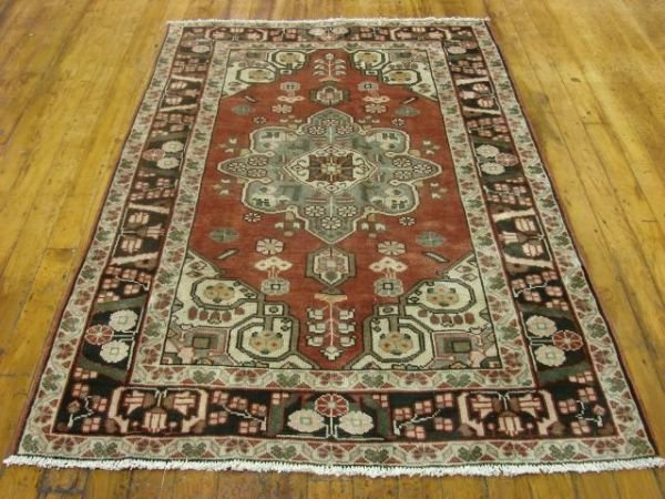 1322: Excellent Hand Knotted Persian Rug