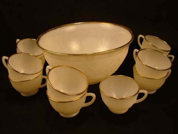 9300: Vintage Milkglass Punch Set