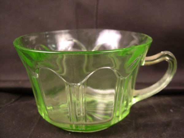 9316: Lot of Green Depression Glass Cups