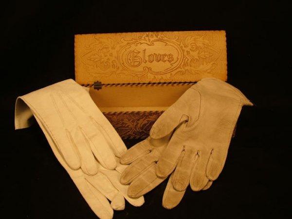 9001: Fine Victorian Glove Box and Contents