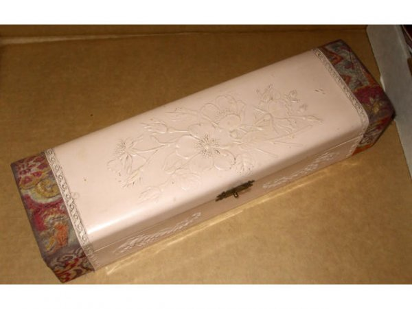 10023: Fancy Victorian Glove or Collar Box