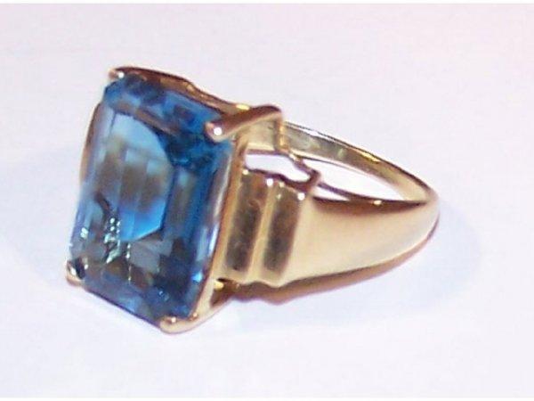 1600: 14k Blue Topaz Ladies Ring