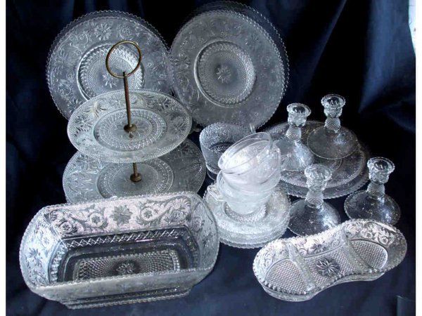 515: Large Lot Consisting of Sandwich Glass Articles