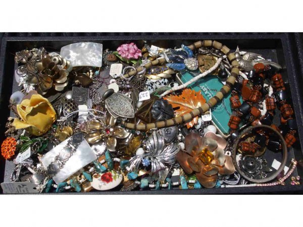 700A: Large Lot of Assorted Costume Jewelery