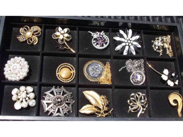711A: 15 Vintage Costume Jewelry Pins