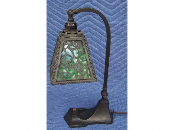 810: Fine Tiffany Style Grapevine Desk Lamp