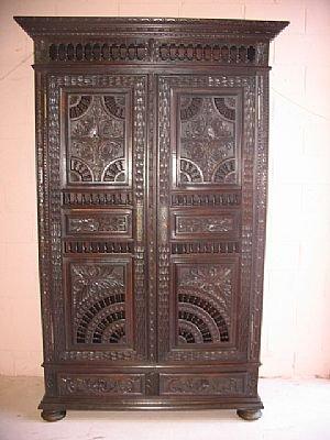 372: Fine Britannia Carved Pinwheel Cabinet