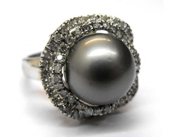 8006: South Sea Pearl Ring with Diamonds Ap.$13,670