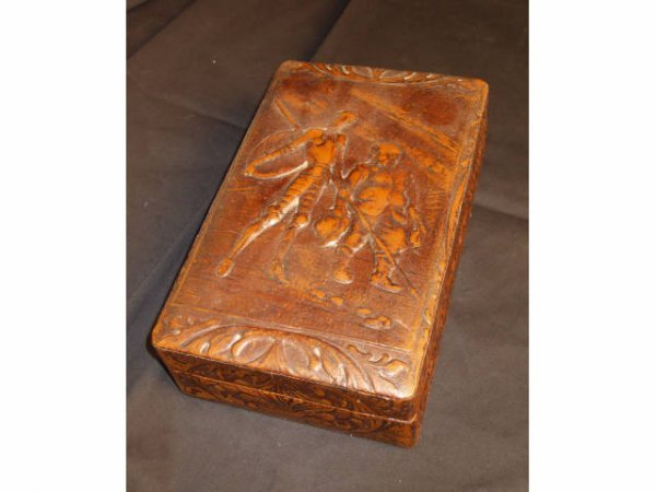 8202: Leather Embossed Smokers Box