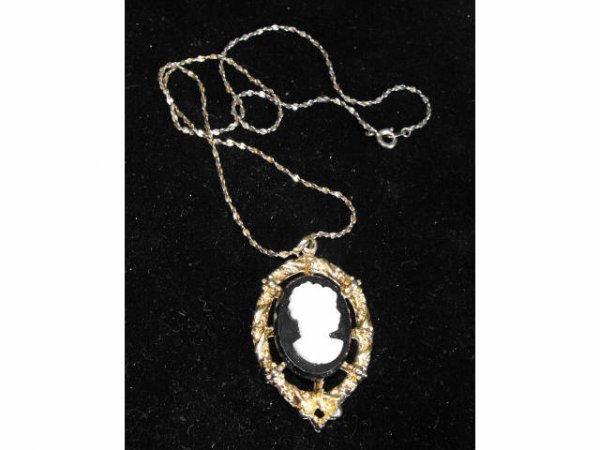 712: Vintage Small Cameo & Chain