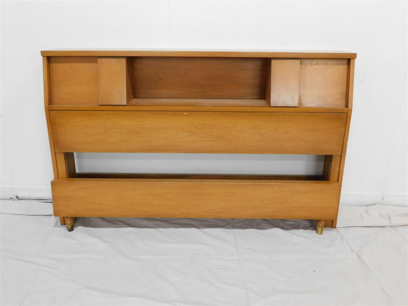 United Furniture Mid Century Modern Full Size Bed