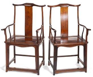 Paire de fauteuils à bonnet de lettré en bois