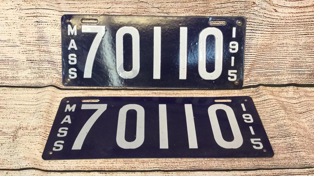 Matching 1915 Porcelain Mass License Plates