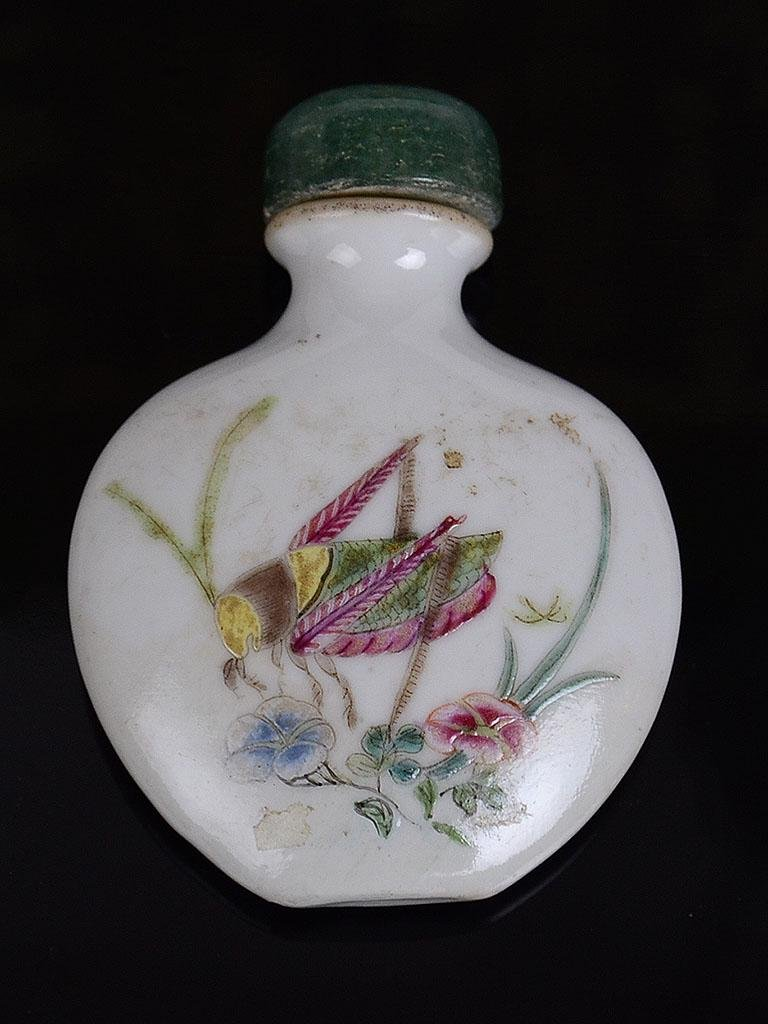 Chinese Enamelled Cricket Snuff Bottle