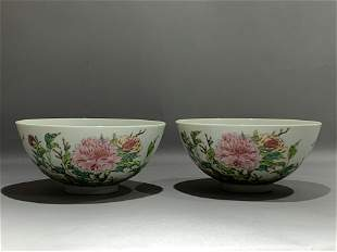 A PAIR OF FAMILLE ROSE PEONY FLOWER BOWLS WITH MARK