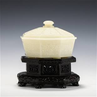 A FINE CARVED WHITE JADE OCTAGONAL BOX WITH WOODEN