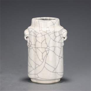 A GE-WARE CRACKLE VASE WITH DOUBLE HANDLES