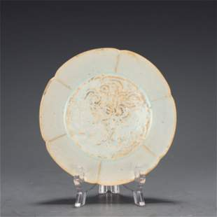 A HUATIAN-TYPE LOBED PLATE