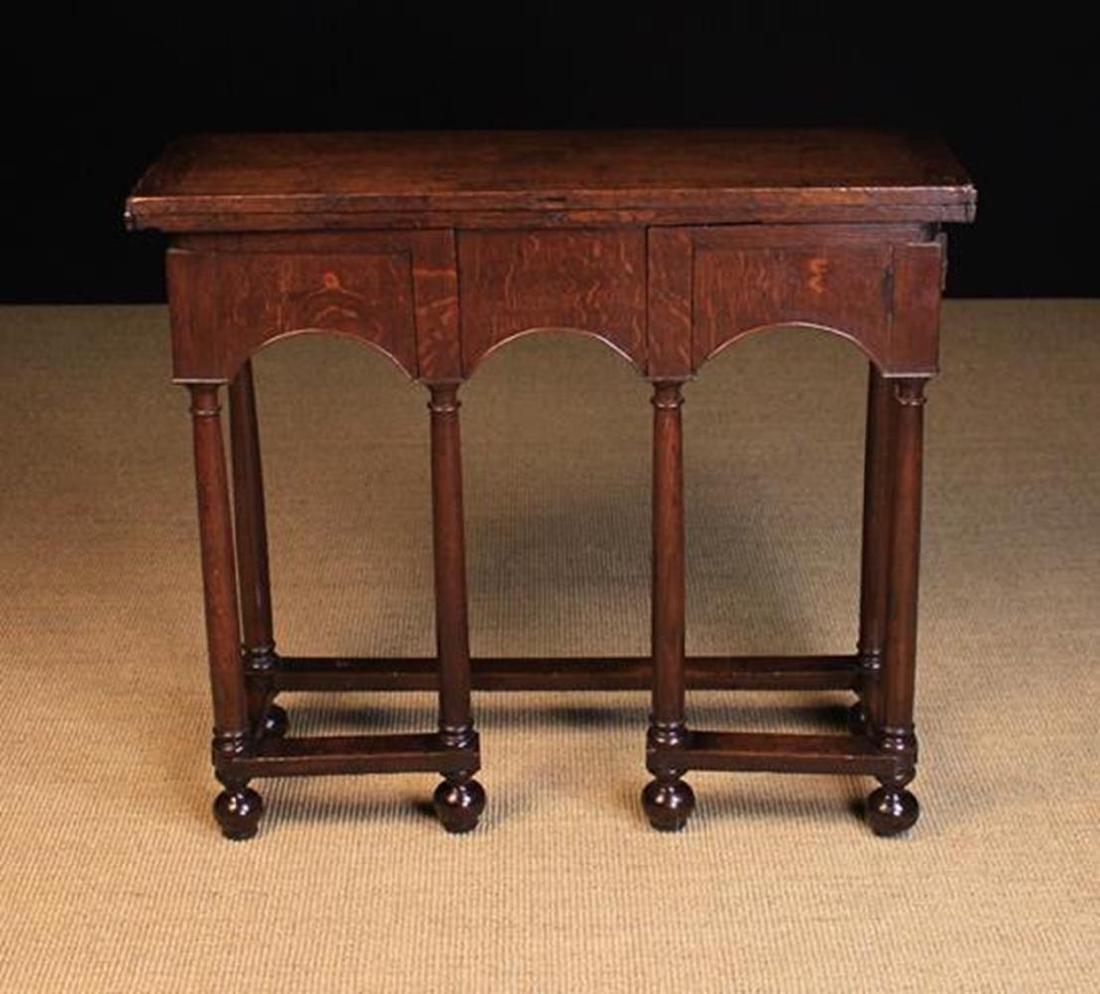 A Fine Early 18th Century Queen Anne Oak Writing Table.