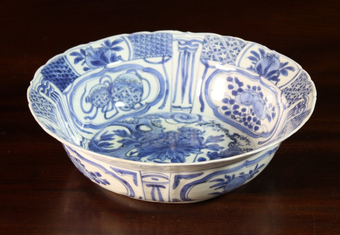 3: A Wanli Blue & White Bowl decorated with stylised pa