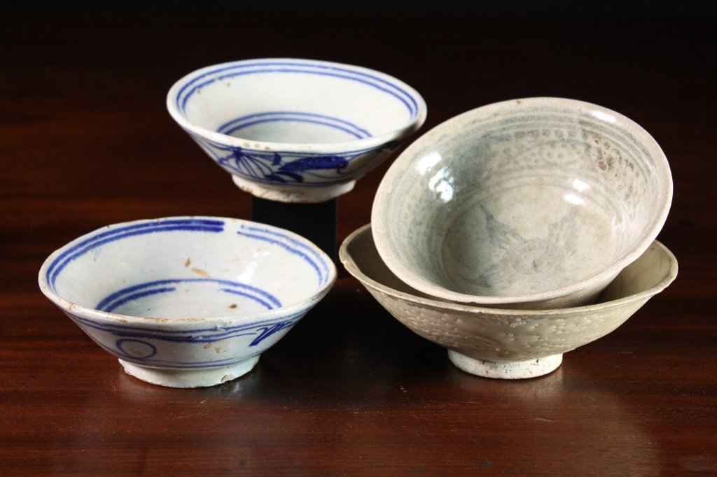 13: A Chinese 'Cargo' Bowl, 5½ ins (14 cms) in diameter