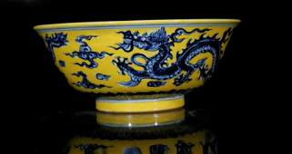 A yellow glaze with blue and white dragon bowl