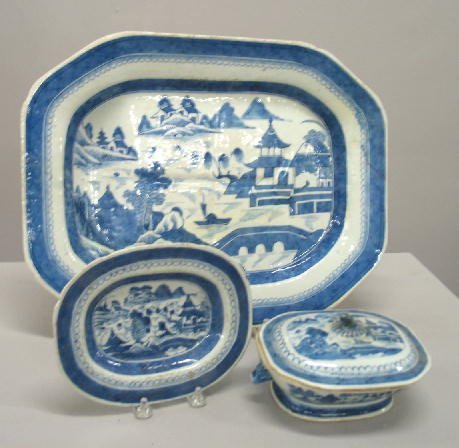 519: THREE PIECES OF CANTON. Small oval tray with lemon