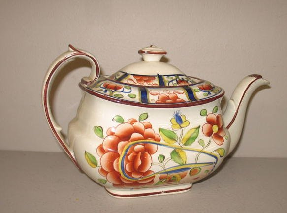 524: GAUDY DUTCH TEAPOT. Oyster pattern with paneled bo