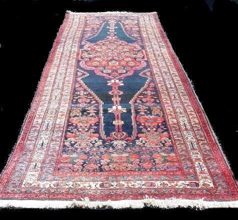 430: ORIENTAL RUNNER. Malayer. Ivory and pale blue bord