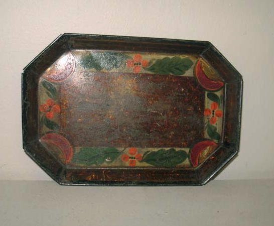 1021: SMALL TOLE TRAY. Octagonal with original amber cr