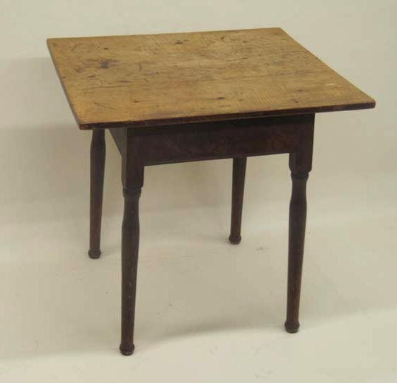 1433: COUNTRY QUEEN ANNE TAVERN TABLE. Single board map
