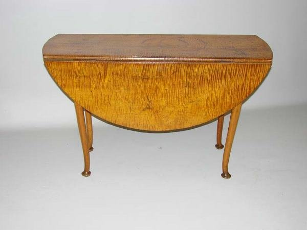 552: QUEEN ANNE DROP LEAF TABLE