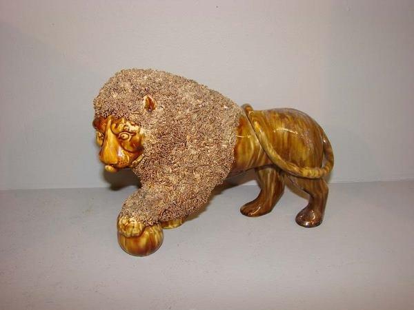 569: BENNINGTON FLINT ENAMEL LION. Facing right wi