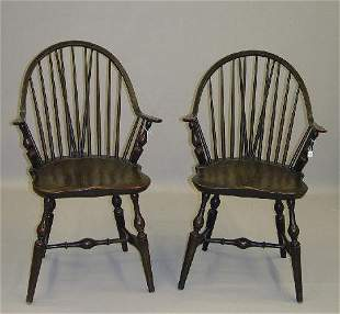 PAIR OF CONTINUOUS ARM BRACE BACK WINDSOR CHAIRS. At
