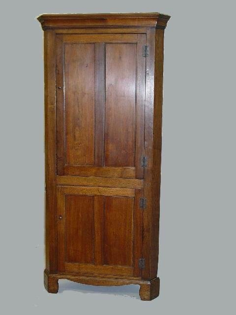 12: SMALL COUNTRY CHIPPENDALE CORNER CUPBOARD. Walnut w