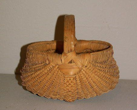 MINIATURE BASKET. Tightly woven buttocks basket wi