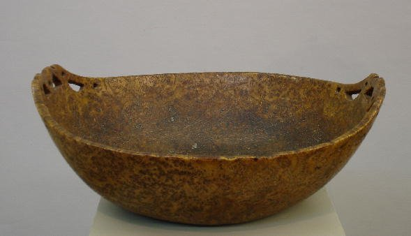 217: EXCEPTIONAL BURL BOWL WITH PIERCED CARVED HANDLES.