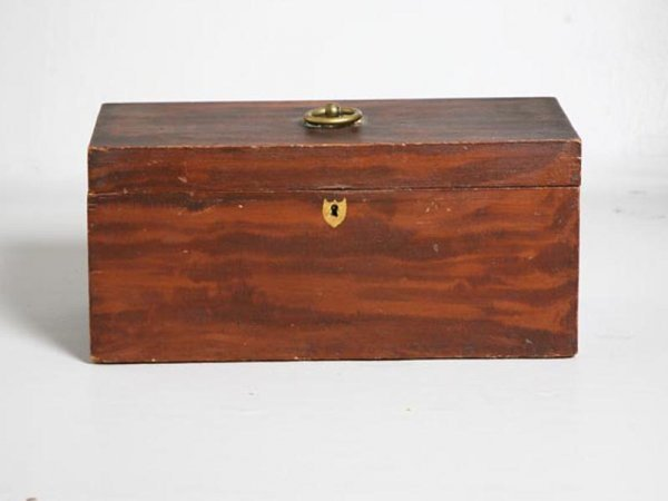 10: DECORATED DOCUMENT BOX. American, 19th Century. Pin