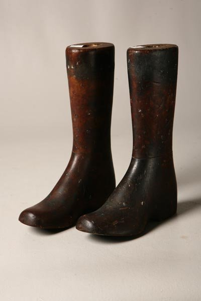 11: PAIR OF CHILD'S BOOT FORMS. Turn of the 20th Centur