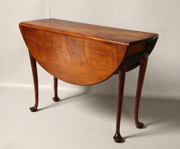 21: QUEEN ANNE DROP LEAF TABLE. New England, 18th centu