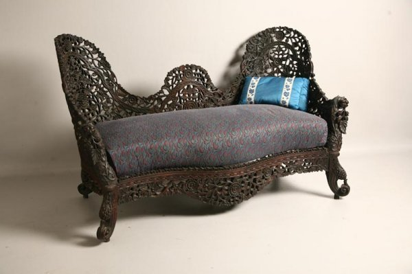 423: ORIENTAL SETTEE. China, late 19/early 20th Century