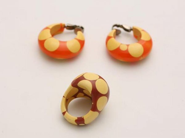 1002: BAKELITE RING AND EARRINGS. Rare bubble gum color