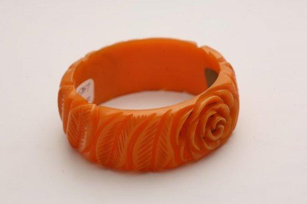 1018: CARVED BAKELITE BRACELET. Orange with deeply flow