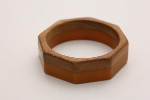 1022: BAKELITE AND WOOD LAMINATE BRACELET. Octagon shap