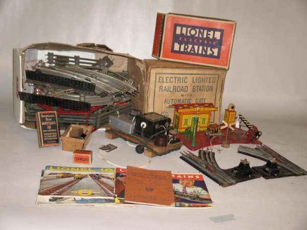 """417: GROUP OF TRAIN ITEMS. The first piece is a Marx """"E"""