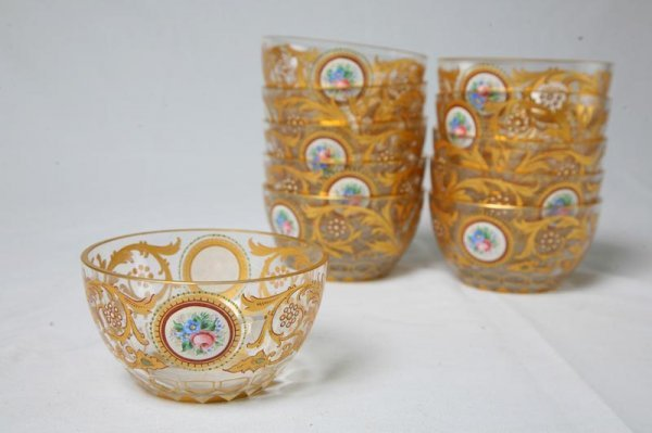 537: ELEVEN GLASS BOWLS WITH HANDPAINTED FLOWERS AND GO