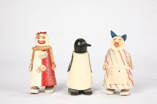1008: THREE WOODEN WILSON WALKIES. Penguin with black a