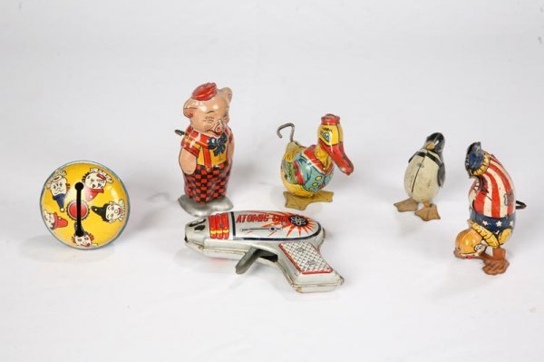 1014: SIX VINTAGE TIN TOYS. Wind up walking pig, duck a