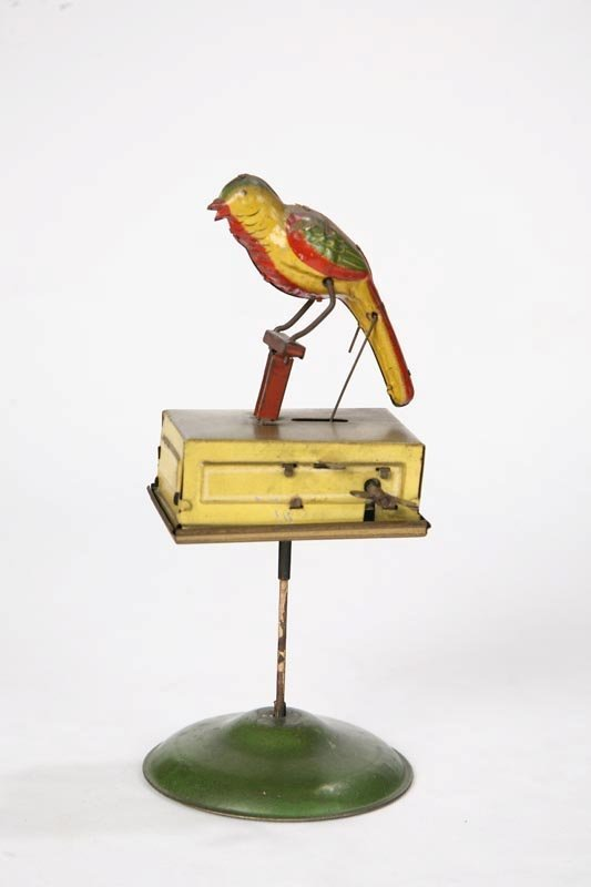 1015: TIN WIND UP BIRD. Lithographed bird moves on perc